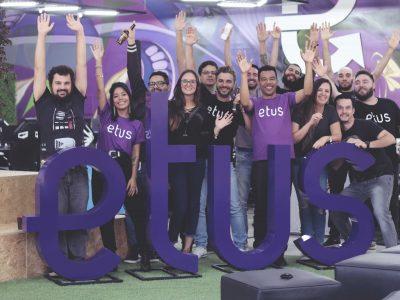 Funcionários da Etus em comemoração