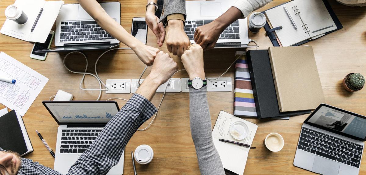 Como gerenciar uma equipe online